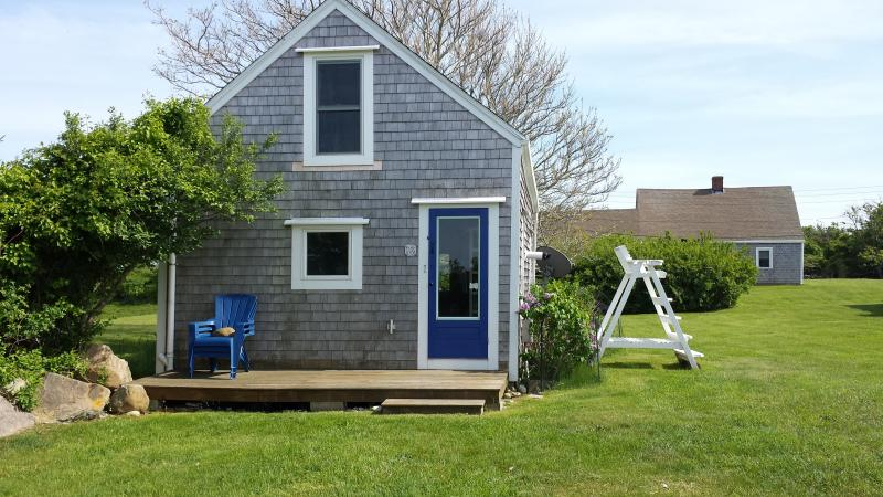 Stylish quintessential block island cottage http www for Block island cottage